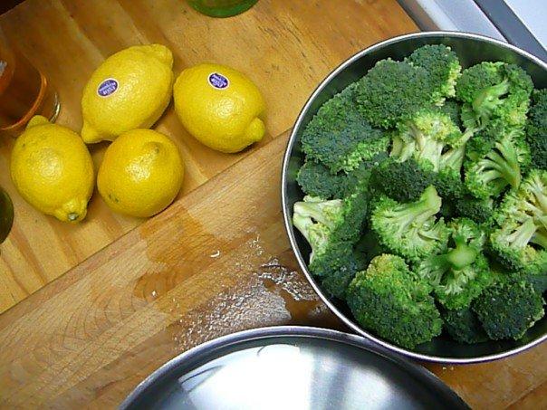 broccoli with lemon